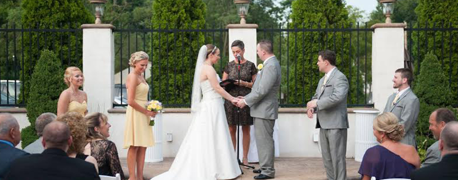 <h1>Making your wedding extraordinary & joining you in lifelong commitment is my greatest honor.</h1><p></p>